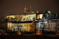 Praha bij nacht Royalty-vrije Stock Foto's