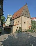 Praha - gammal ny synagoga Arkivfoton