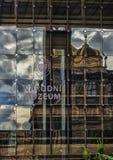 Praha nationellt museum i Tjeckien med reflexioner Royaltyfri Foto