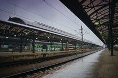 Praha, republika czech - Maj 08, 2017: główny dworzec w Praga mieście podczas pierwszy wiosna ulewnego deszczu Zdjęcia Stock