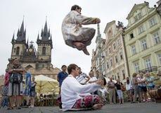 Praha Tjeckien, Juli 23, 2015: Gatakapacitet på Arkivfoton