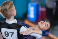 Prahov Ivan e programa padrão de Sapkevich Ekaterina Perform Youth-2 Fotos de Stock Royalty Free