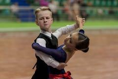 Prahov Ivan en Sackevich Ekaterina Perform jeugd-1 Standaard Europees Programma over Nationaal Kampioenschap Royalty-vrije Stock Afbeeldingen