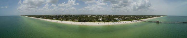 Praia aérea Florida de Nápoles da imagem do zangão épico Imagens de Stock
