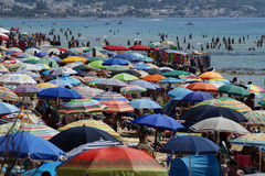 Praia aglomerada Foto de Stock