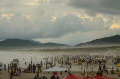 Praia aglomerada Foto de Stock Royalty Free
