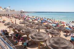 Praia aglomerada em Cadiz Imagens de Stock