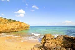 Praia Albandeira dans l'Algarve Portugal Photos stock