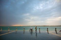 Praia antes de chover, Abu Dhabi de Corniche, UAE fotografia de stock