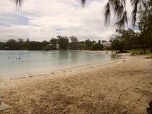 Praia azul da baía em Maurícias fotos de stock royalty free