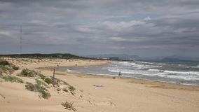 Praia bonita ao norte do norte de Mata Costa Blanca do la de Torre ao leste de Torrevieja vídeos de arquivo