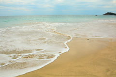 Praia bonita com dia ensolarado Fotografia de Stock Royalty Free