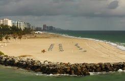 Praia bonita da areia em Florida fotografia de stock