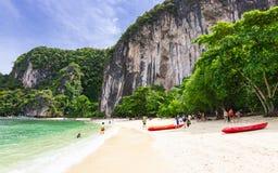 Praia bonita da ilha de Hong, lugar famoso em Krabi, Tailândia Foto de Stock
