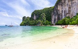 Praia bonita da ilha de Hong, lugar famoso em Krabi, Tailândia Imagens de Stock