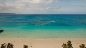 Praia bonita da vista aérea na ilha tropical Ilha Filipinas de Boracay vídeos de arquivo
