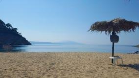 Praia bonita de Aselinos dos micros na ilha de Skiathos em Grécia, dia de verão imagens de stock