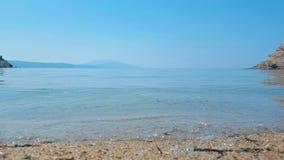 Praia bonita de Aselinos dos micros na ilha de Skiathos em Grécia, dia de verão foto de stock