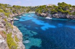 A praia bonita do pi de Cala em Mallorca, Espanha Imagens de Stock Royalty Free