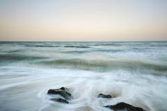 Praia bonita do por do sol no máximo Imagens de Stock Royalty Free