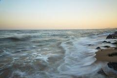 Praia bonita do por do sol no máximo Foto de Stock Royalty Free