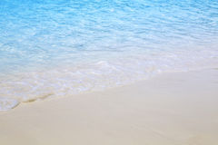Praia bonita e mar tropical Fotografia de Stock
