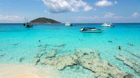Praia bonita em Koh Miang em MU Koh Similan, Tailândia Foto de Stock Royalty Free