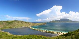 Praia bonita em Saint Kitts foto de stock