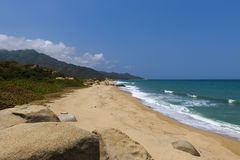 Praia bonita no parque nacional Parque Nacional Tayrona de Tayrona na costa das caraíbas de Colômbia Imagem de Stock