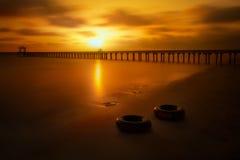 Praia bonita no por do sol Fotografia de Stock