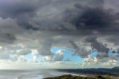 Praia bonita perto de Auckland imagem de stock royalty free