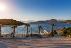 Praia bonita por um feriado em Albânia Mar Ionian imagens de stock royalty free