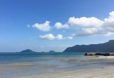 Praia branca bonita da areia Fotografia de Stock