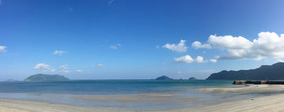Praia branca bonita da areia Fotos de Stock Royalty Free