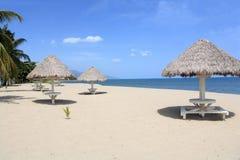 Praia branca da areia foto de stock royalty free
