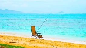 Praia branca da areia de Paradise com o mar da palma e da turquesa de cocos Férias de verão e conceito do curso fotos de stock royalty free
