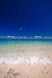 Praia branca da areia do console do paraíso Imagem de Stock