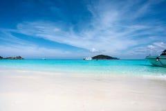 Praia branca da areia em Koh Miang, ilhas de Similan Foto de Stock