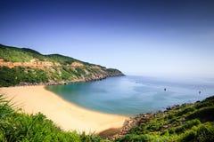 Praia branca da areia nos trópicos Fotos de Stock Royalty Free