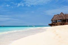 Praia branca da areia, Zanzibar imagens de stock