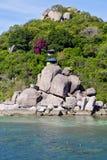 A praia branca da ilha da baía de tao do kho de Ásia balança a casa em Tailândia Imagens de Stock