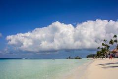 A praia branca famosa na ilha de Boracay, Filipinas imagens de stock