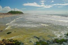 A praia brasileira, Torres, Rio Grande faz Sul foto de stock