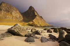 Praia cénico em ilhas de Lofoten Fotografia de Stock