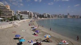 Praia Calp da fossa do La de Levante com povos video estoque