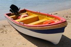 Praia com barco Imagem de Stock Royalty Free