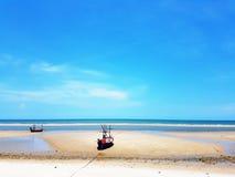 Praia com barcos do parque Fotografia de Stock
