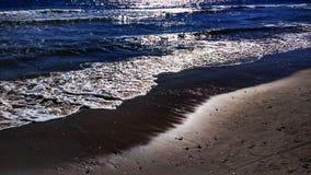 Praia com inchamento imagem de stock