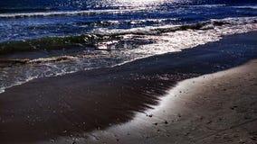 Praia com inchamento imagem de stock royalty free