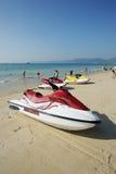 Praia com jato-esqui fotos de stock royalty free